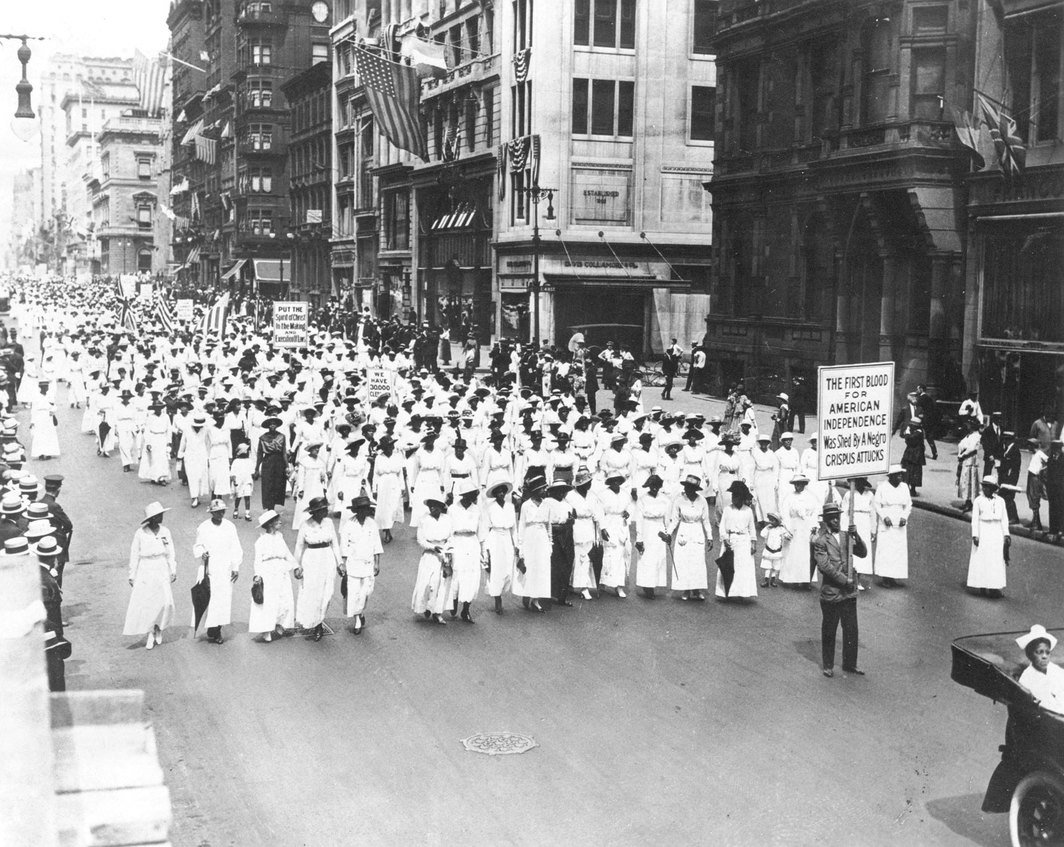 Underwood & Underwood,《无声抗议游行照片》(Photograph of Silent Protest Parade),1917年7月28日;图片:Wikimedia Commons.